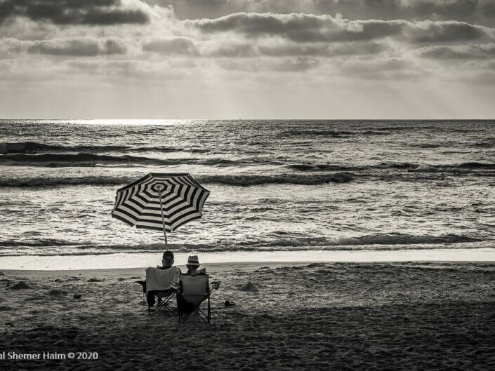 Tel Aviv is black and white